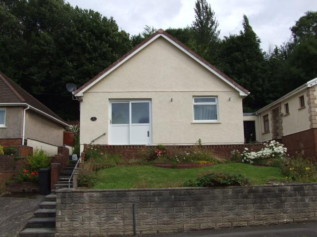 2 Bedrooms Bungalow for sale in 21 Maes Rhedyn, Baglan,