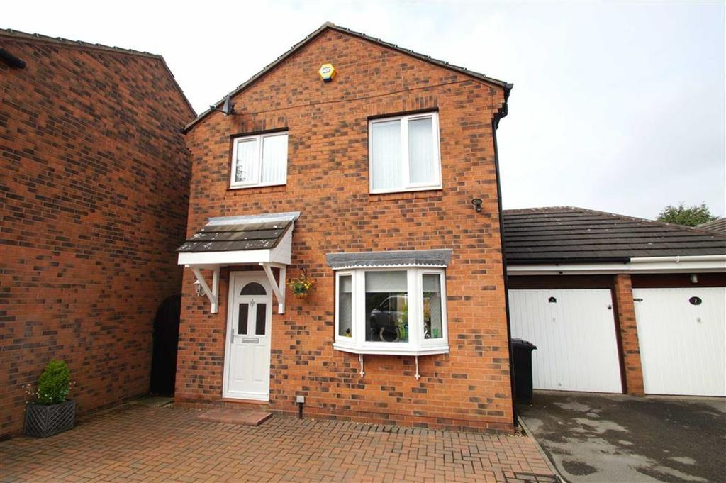 3 Bedrooms Detached House for sale in Hertford Lawn, Leeds