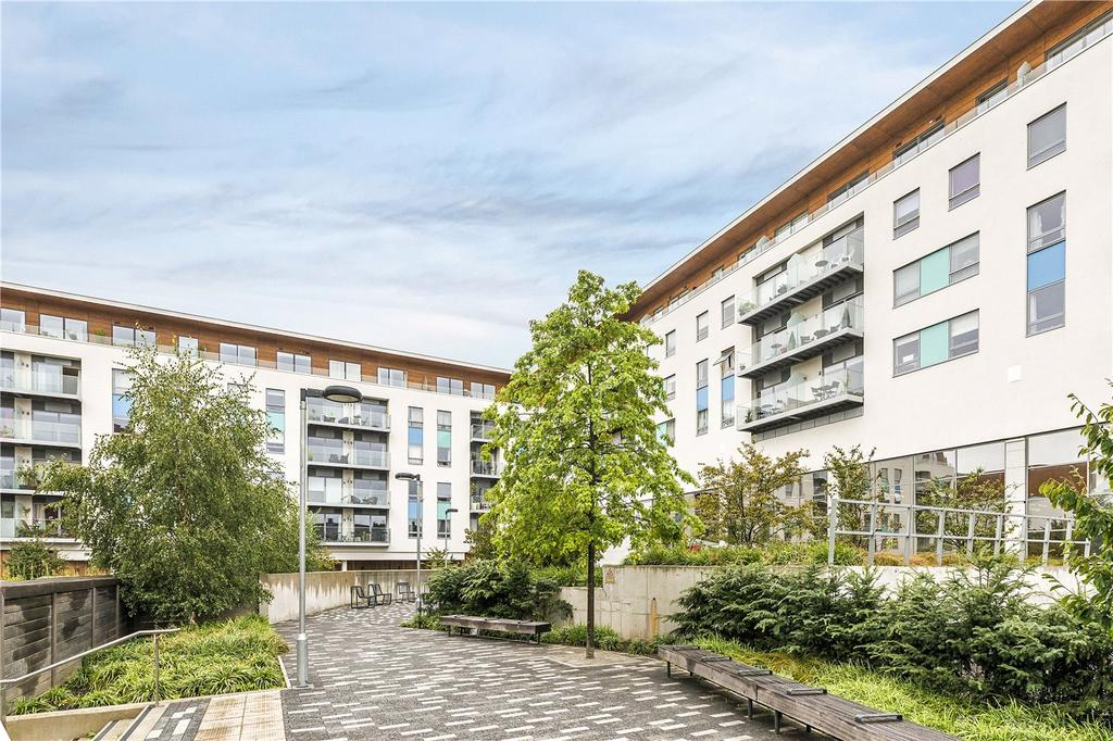 2 Bedrooms Flat for sale in Derry Court, 386 Streatham High Road, London, SW16