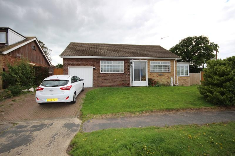 2 Bedrooms Detached Bungalow for sale in Fleetwood Avenue, Holland-On-Sea, Clacton-On-Sea