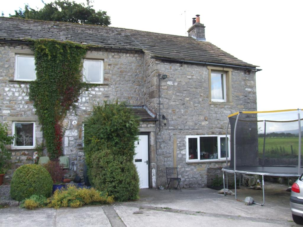 4 Bedrooms Semi Detached House for sale in Town End House, Wigglesworth, Skipton BD23 4RJ