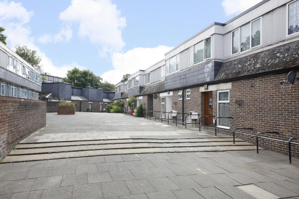 4 Bedrooms House for sale in Limes Walk, Nunhead, SE15