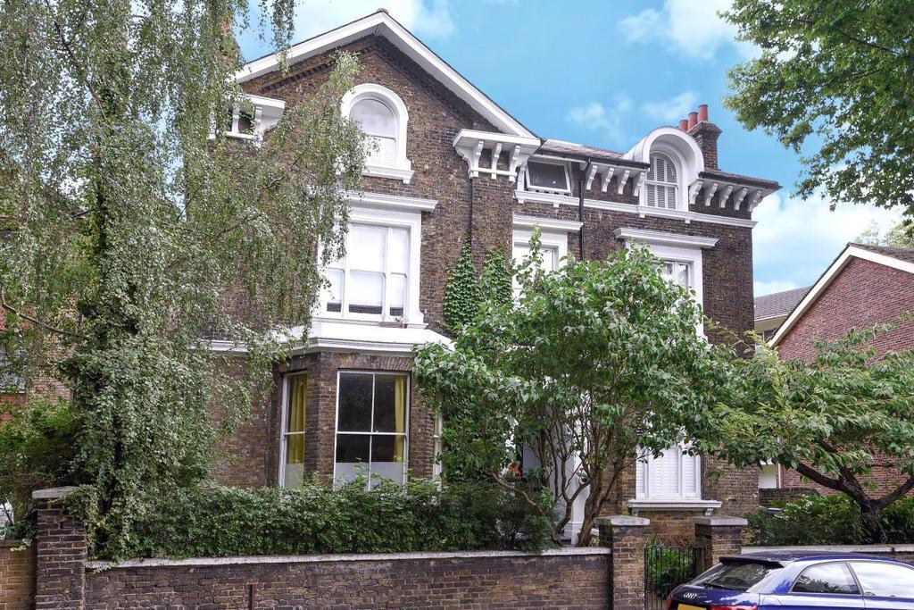 3 Bedrooms Flat for sale in Walerand Road, Lewisham