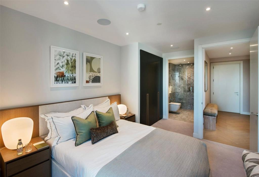 2 Bedrooms Flat for sale in Two Fifty One, Elephant Castle, London, SE1