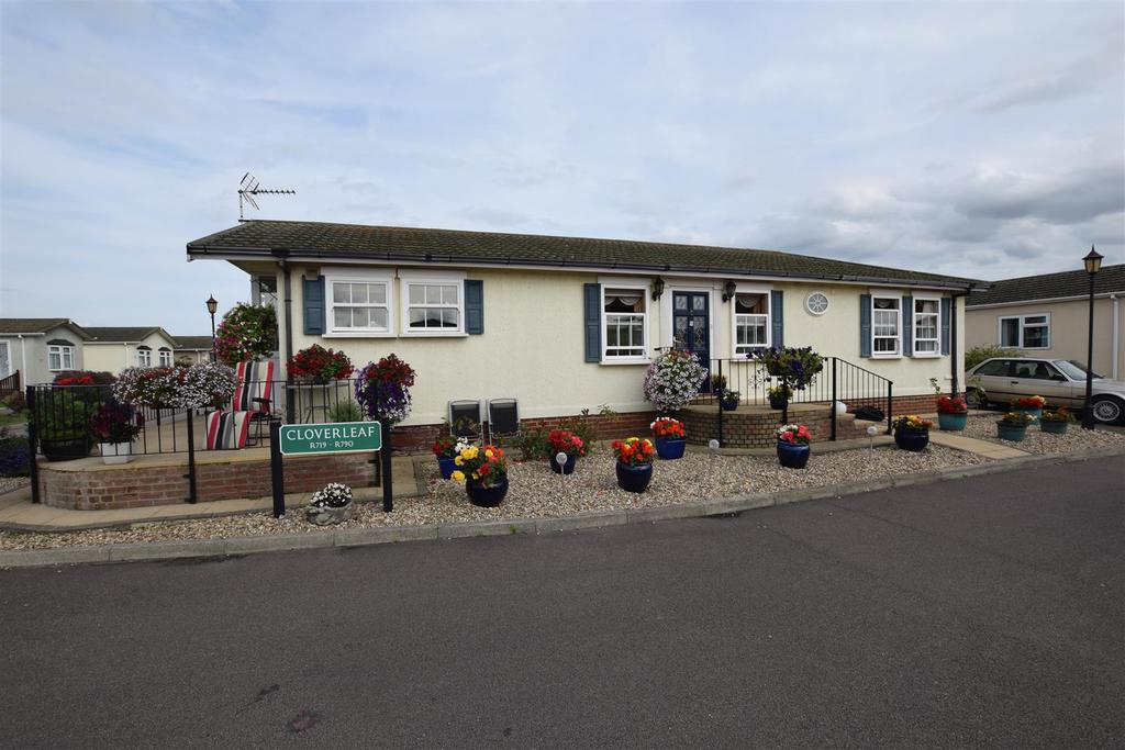 2 Bedrooms Park Home Mobile Home for sale in Kings ParkCreek Road, Canvey Island
