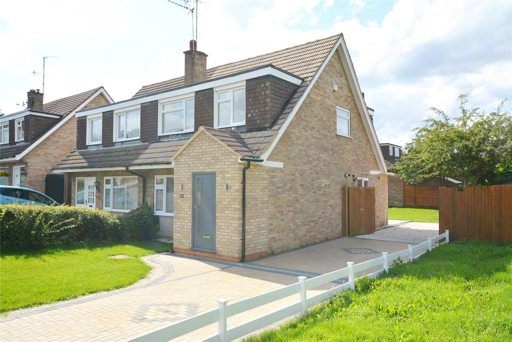 3 Bedrooms Semi Detached House for sale in Spring Crofts, Bushey, Hertfordshire, WD23