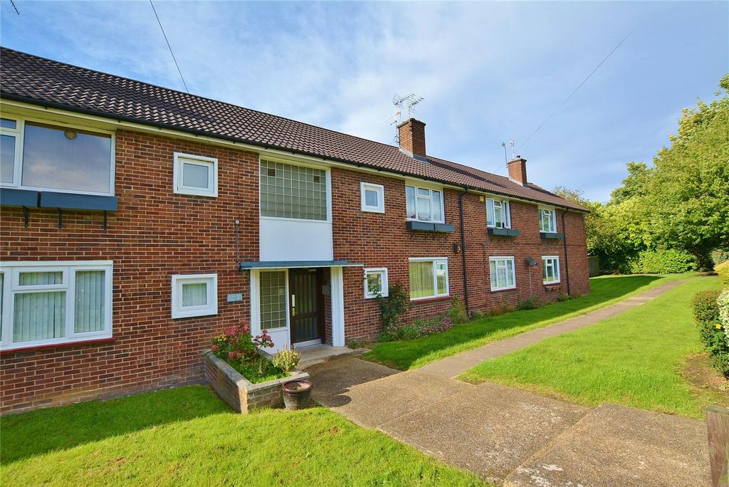 1 Bedroom Apartment Flat for sale in Park Avenue, Bushey, Hertfordshire, WD23