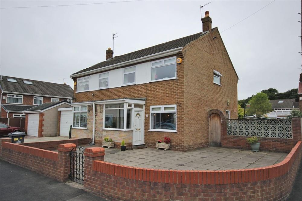 3 Bedrooms Semi Detached House for sale in Lakeside Close, WIDNES, Cheshire