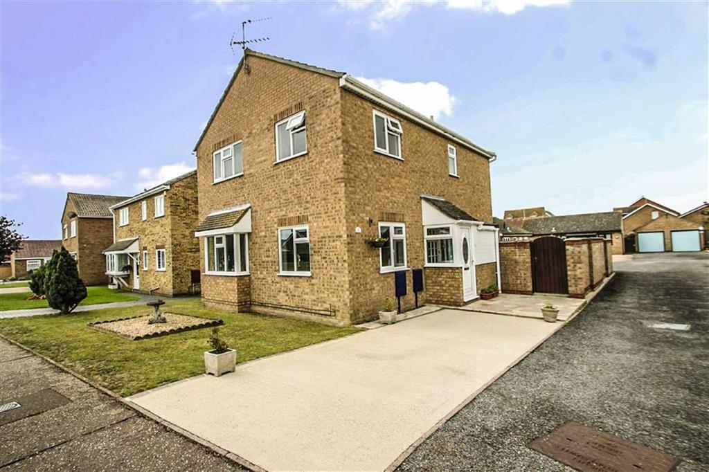 4 Bedrooms Detached House for sale in Battisford Drive, Clacton-on-Sea