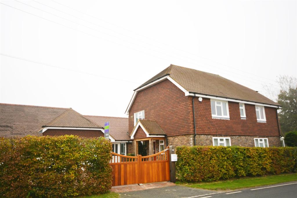 4 Bedrooms Detached House for sale in Netherfield, Battle