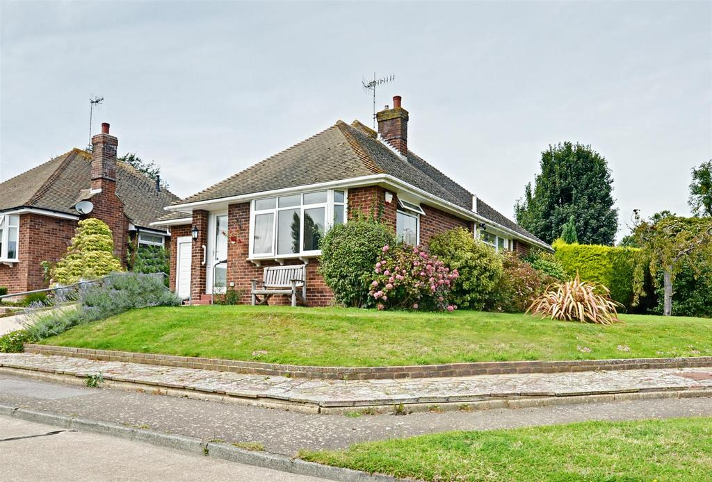 2 Bedrooms Detached Bungalow for sale in Daresbury Close, Bexhill-On-Sea