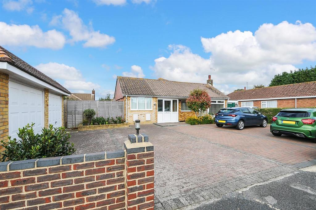 3 Bedrooms Detached Bungalow for sale in Whitelands, Felpham