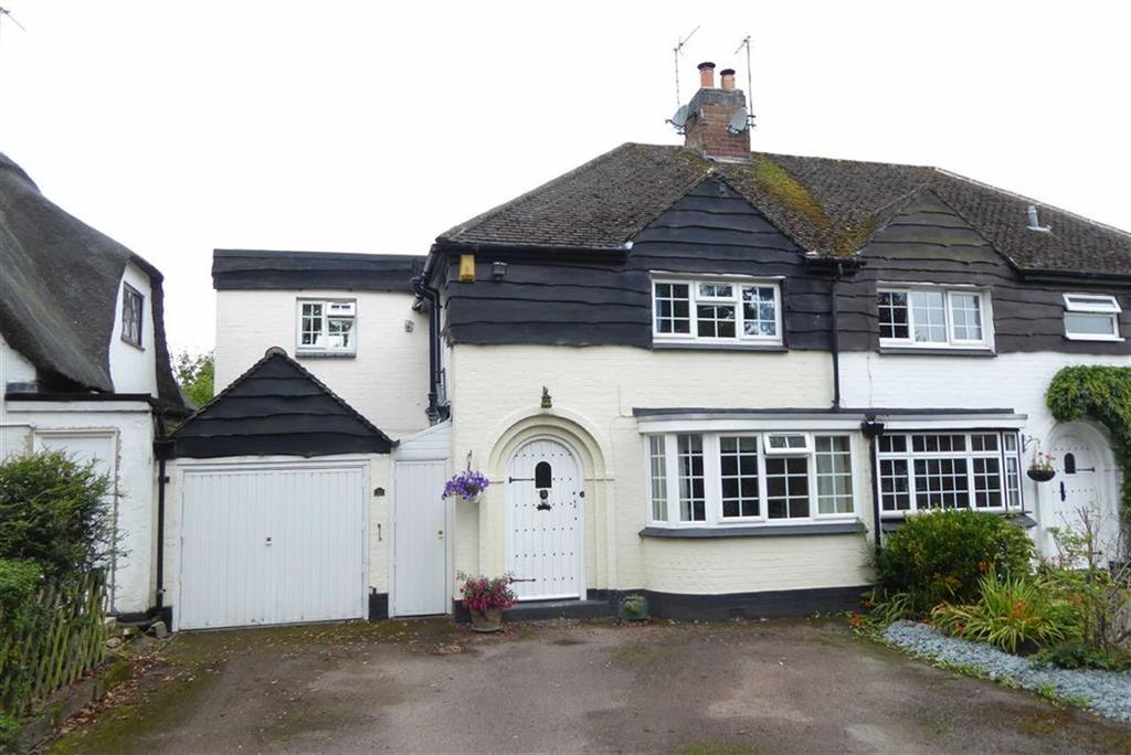 3 Bedrooms Semi Detached House for sale in Forest Rise, Kirby Muxloe