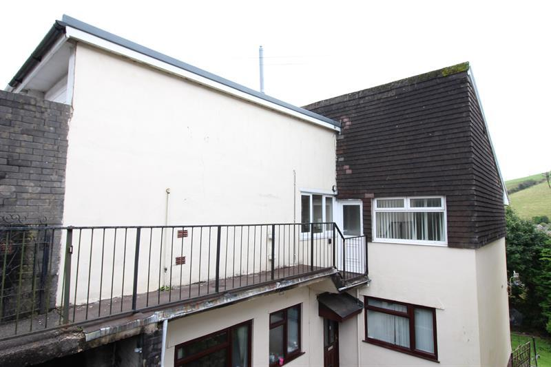 2 Bedrooms Flat for sale in The Garth, Abertridwr, Caerphilly
