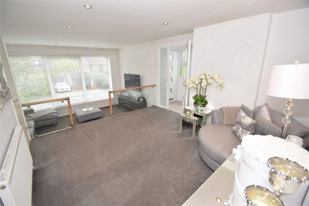 4 Bedrooms Semi Detached House for sale in Sundridge Drive, Walderslade, Kent