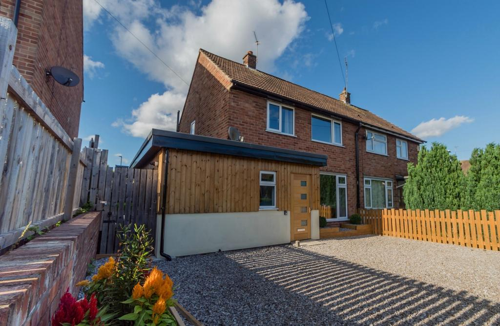 2 Bedrooms Semi Detached House for sale in Bramham Avenue, Acomb, YORK