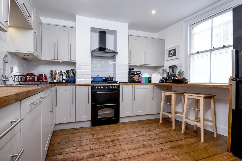 2 Bedrooms Terraced House for sale in Plumbridge Street London SE10