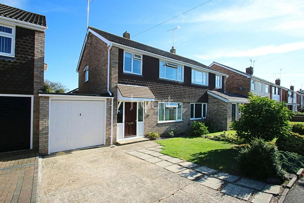 3 Bedrooms Semi Detached House for sale in Shakespeare Drive, Maldon, CM9
