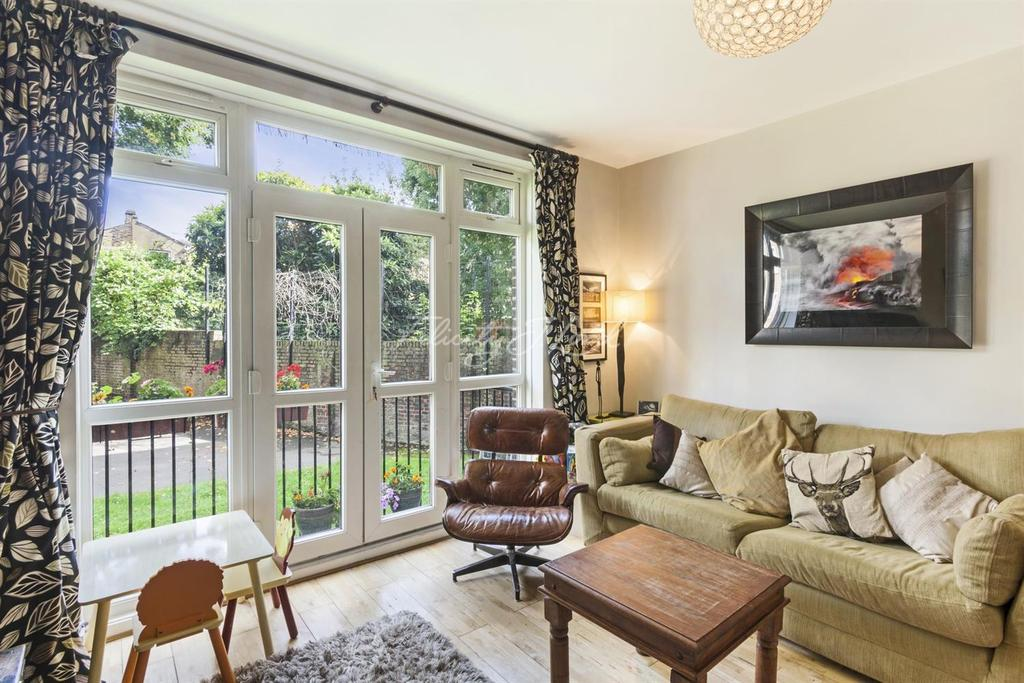 2 Bedrooms Flat for sale in Springdale Road, N16