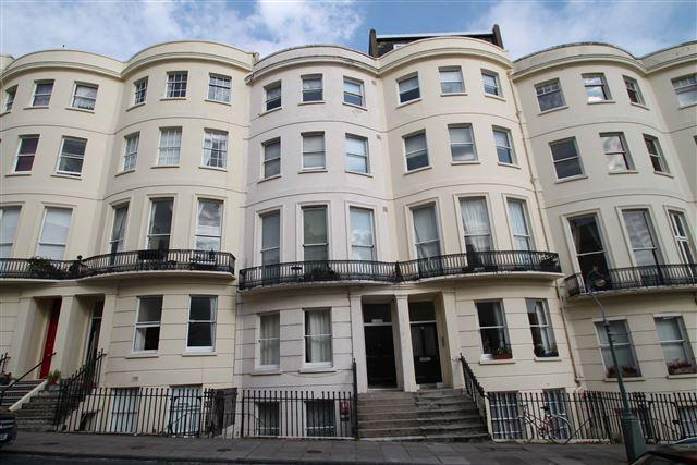 3 Bedrooms Flat for sale in Brunswick Place, Hove