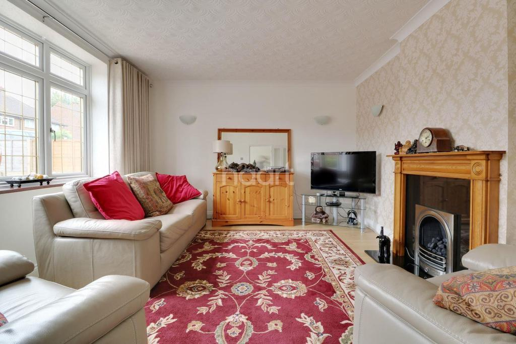 4 Bedrooms Semi Detached House for sale in Amherst Drive, Orpington
