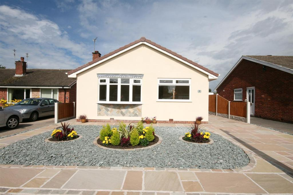 2 Bedrooms Detached Bungalow for sale in Firswood Close, Lytham