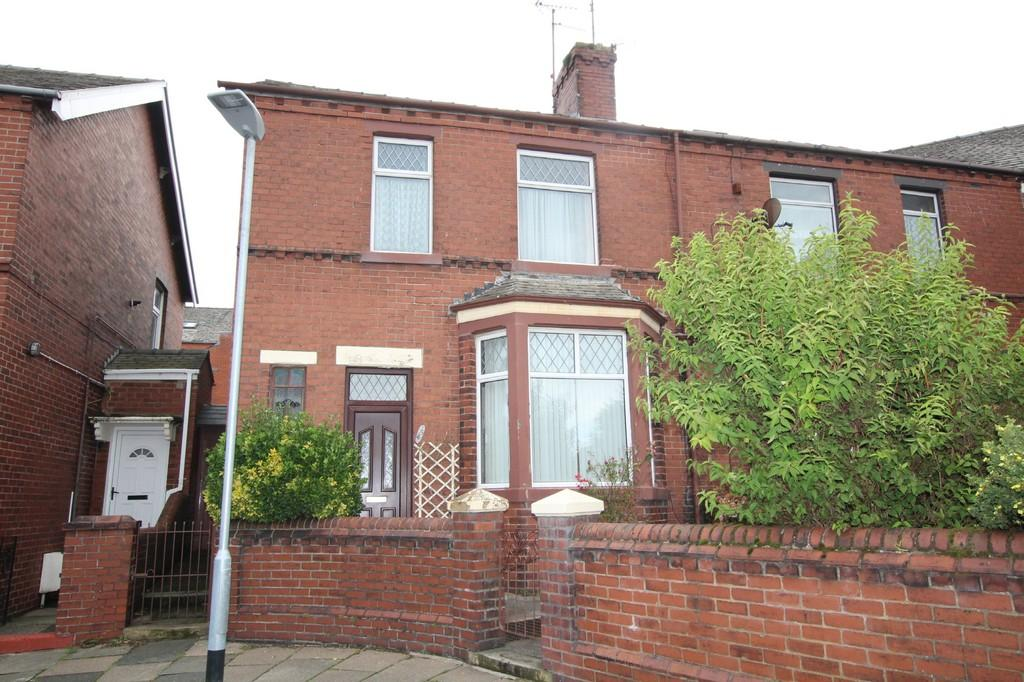 3 Bedrooms End Of Terrace House for sale in Longreins Road, Barrow-In-Furness