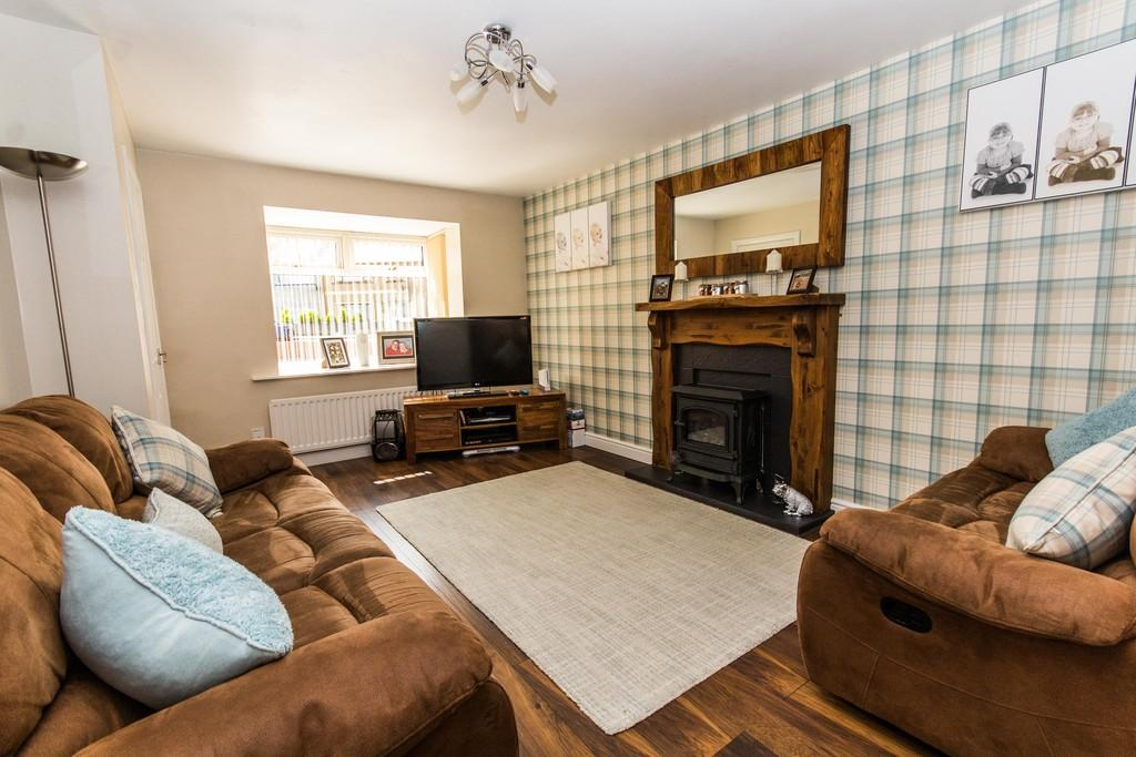 3 Bedrooms Semi Detached House for sale in Tamar Gardens, Barrow-In-Furness