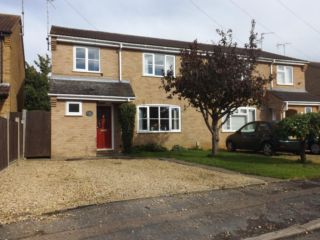 3 Bedrooms Semi Detached House for sale in Pendula Road, Wisbech