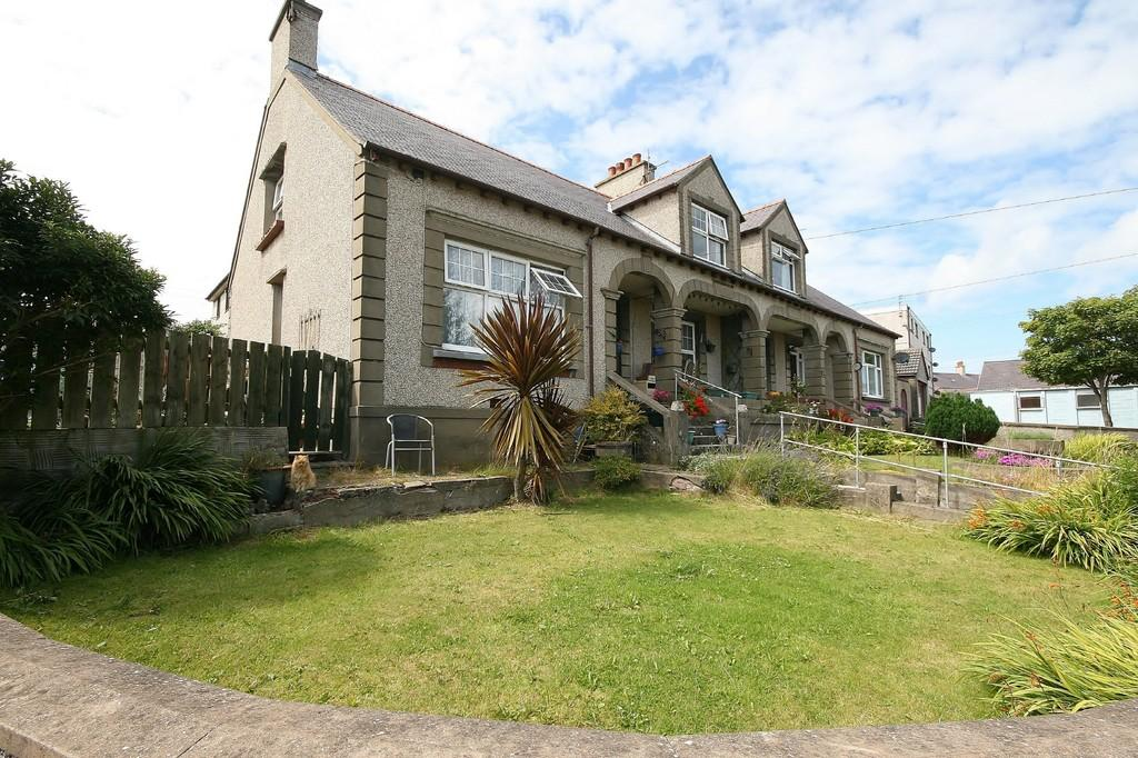4 Bedrooms Semi Detached House for sale in Hill Street, Holyhead, North Wales