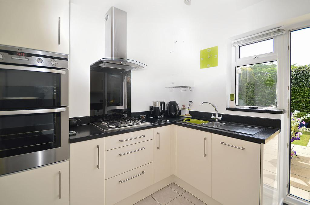 3 Bedrooms End Of Terrace House for sale in Abinger Way, Eaton