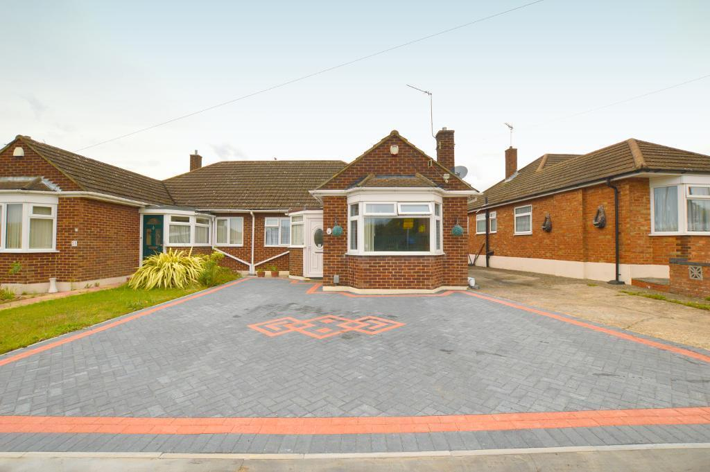 3 Bedrooms Bungalow for sale in Cranbrook Drive, Luton, LU3 3EN