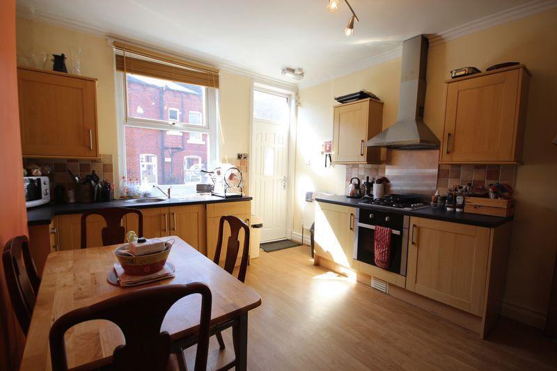 3 Bedrooms Terraced House for rent in Bentley Lane, Leeds
