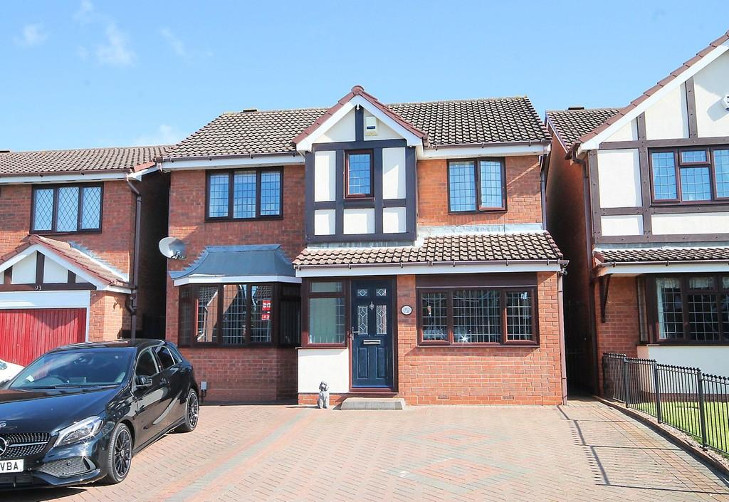 4 Bedrooms Detached House for sale in Lindisfarne, Glascote, Tamworth, B77 2QW