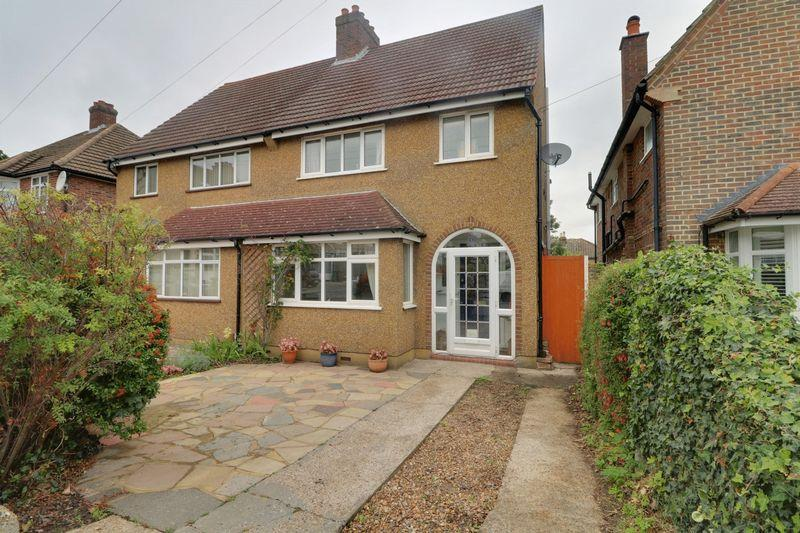 3 Bedrooms Semi Detached House for sale in Cowper Gardens, Wallington