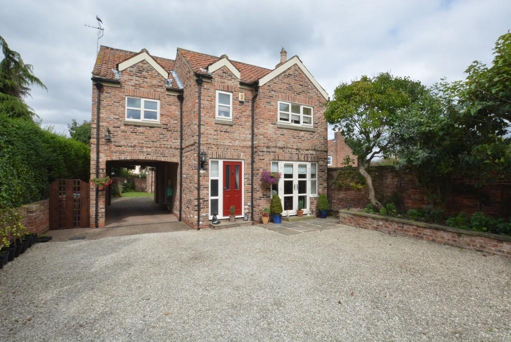 4 Bedrooms Detached House for sale in Pontefract Road, Snaith