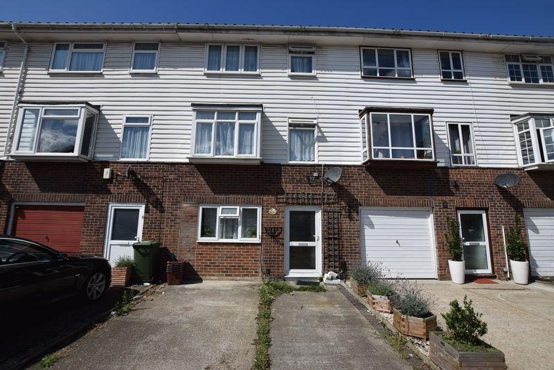 4 Bedrooms Town House for sale in Glendale Way, Thamesmead, SE28 8HA