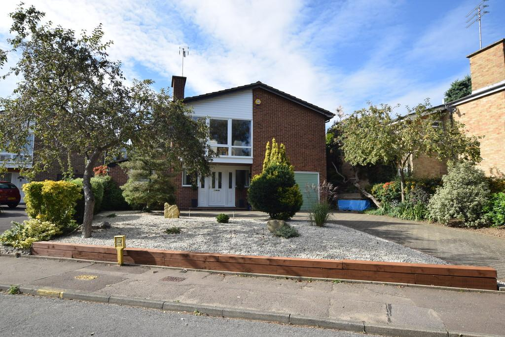4 Bedrooms Detached House for sale in Shakespeare Road, Lexden, CO3 4HZ