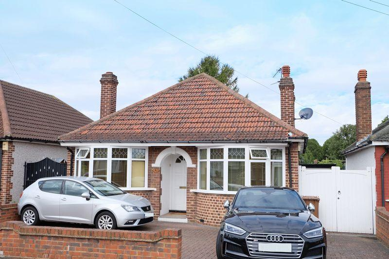 3 Bedrooms Bungalow for sale in St. Audrey Avenue, Bexleyheath