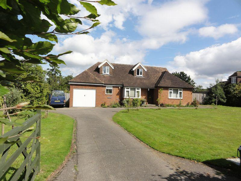 4 Bedrooms Detached House for sale in Cranleigh, Cranleigh