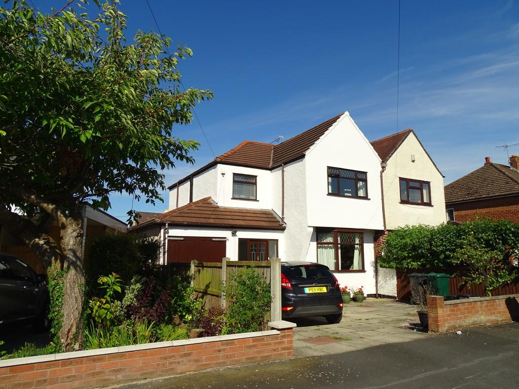 3 Bedrooms Semi Detached House for sale in Greystones Road, Great Boughton