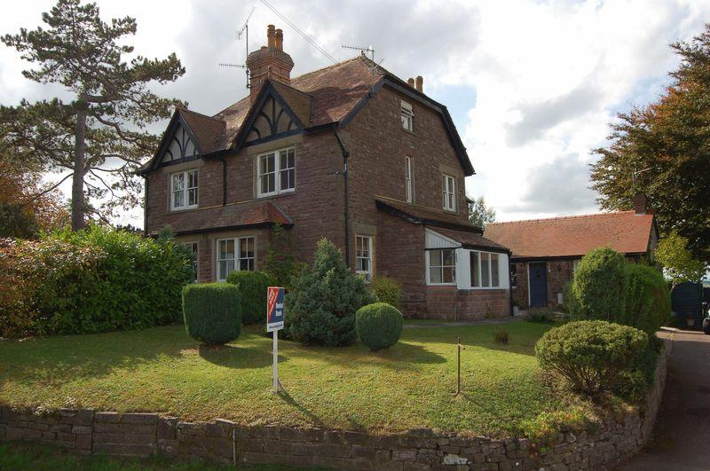 3 Bedrooms Semi Detached House for sale in Hereford Road, Monmouth