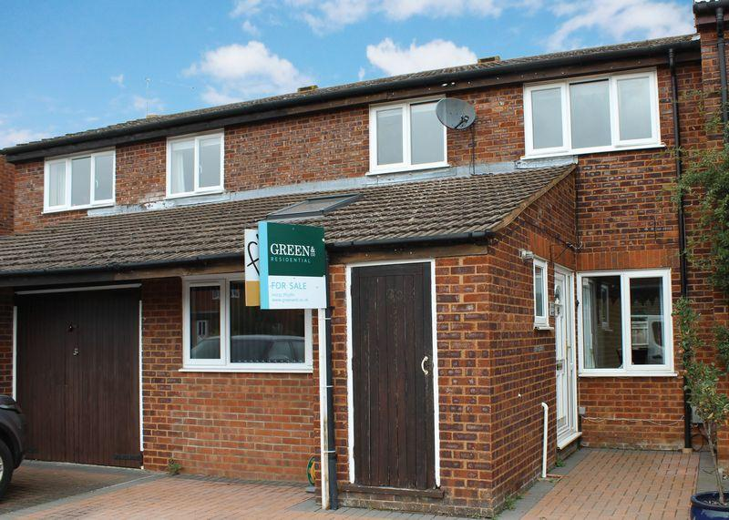 3 Bedrooms Terraced House for sale in White Horse Crescent, Grove