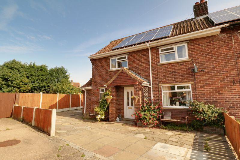 3 Bedrooms Semi Detached House for sale in Abbeygarth Villas, Goxhill