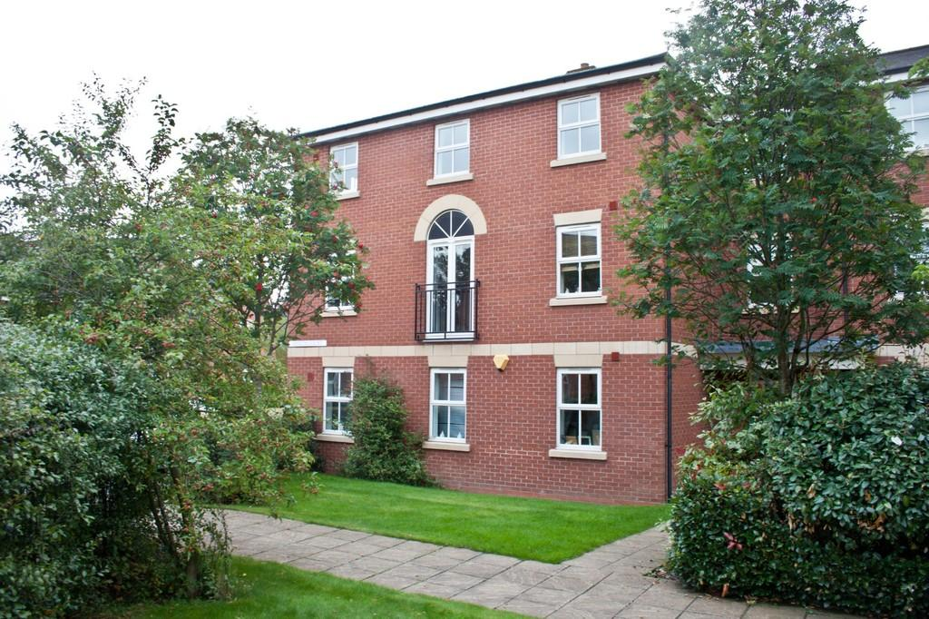 2 Bedrooms Ground Flat for sale in Merlin Court, Burntwood