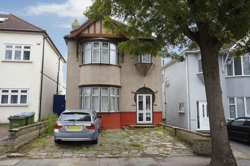 3 Bedrooms Detached House for sale in Dobell Road, Eltham SE9