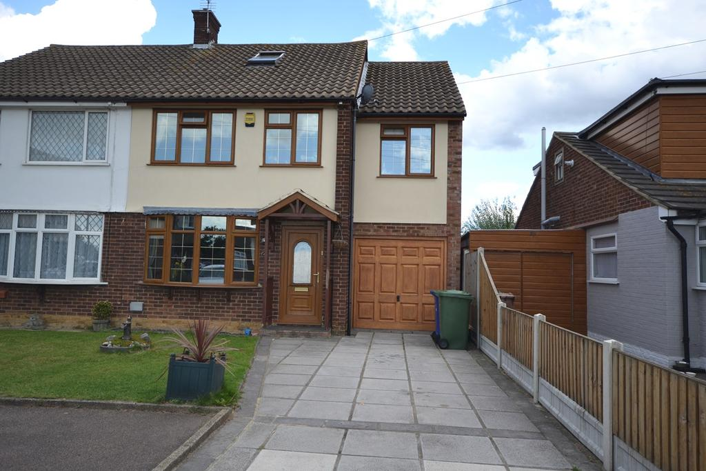4 Bedrooms Semi Detached House for sale in Wheatley Road, Corringham, Stanford-le-Hope, SS17
