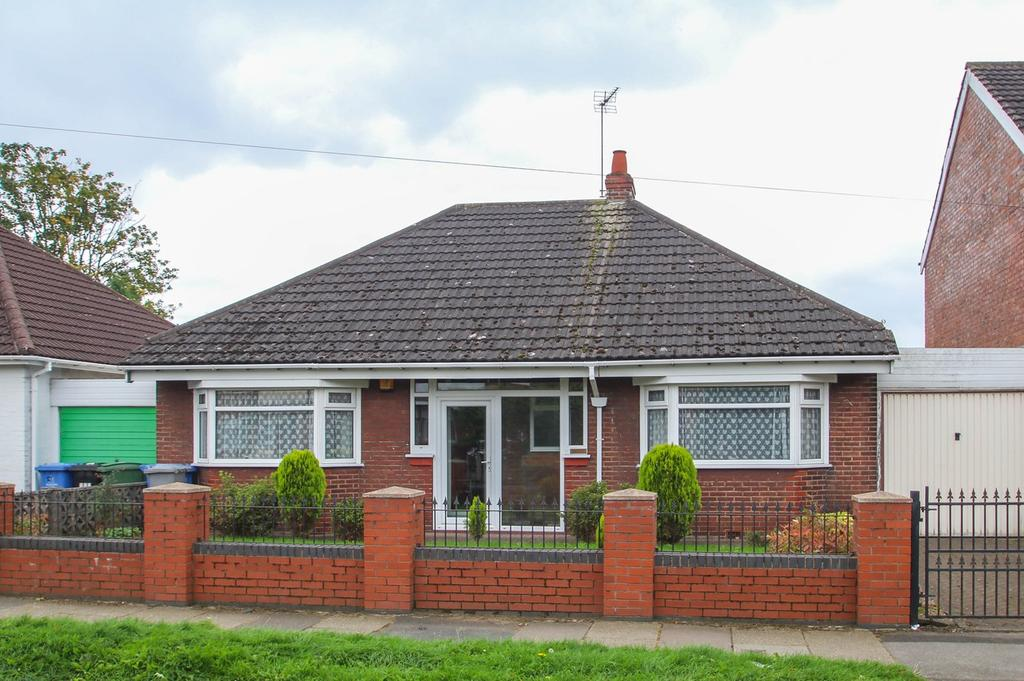 3 Bedrooms Detached Bungalow for sale in Irlam Road, Flixton, Manchester, M41