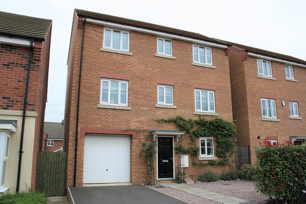 4 Bedrooms Detached House for sale in Newbury Crescent, Bourne, PE10