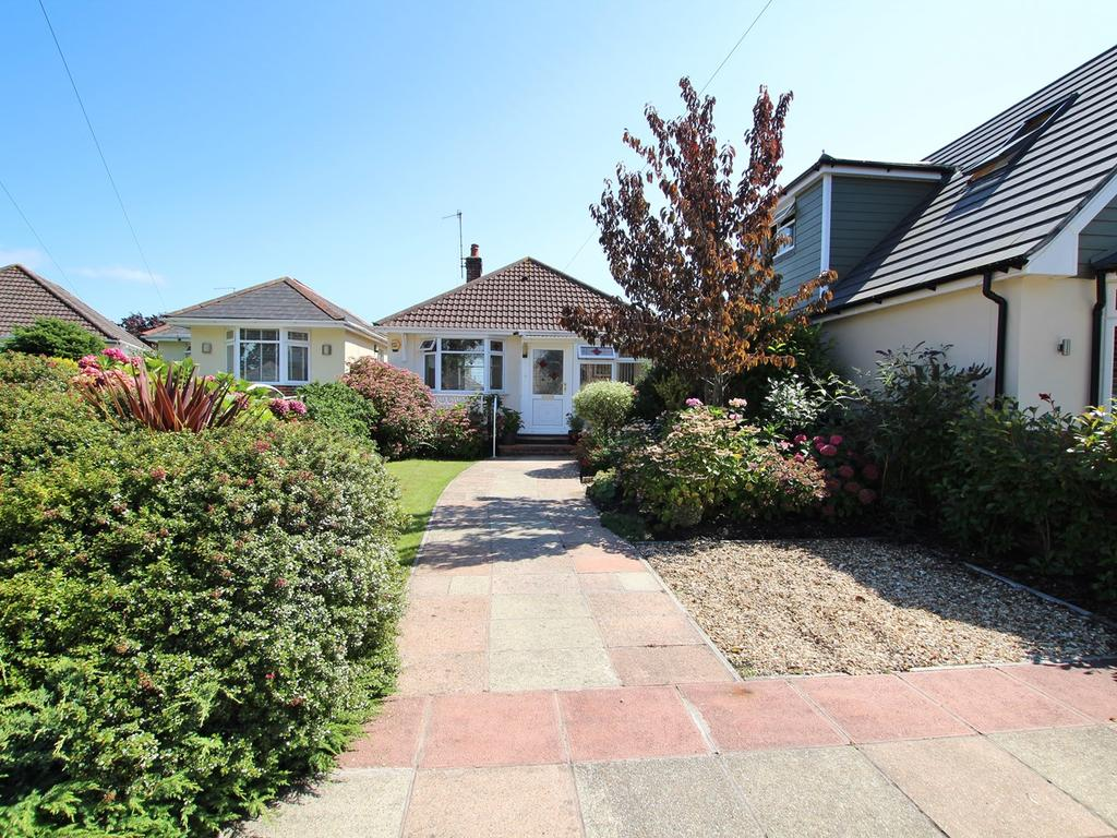 2 Bedrooms Detached Bungalow for sale in Winifred Road, Poole, BH15